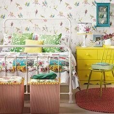 Schlafzimmer bettrahmen komplett gestalten gelb kommode