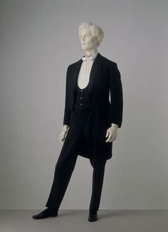 1885 Evening Suit with Dinner Jacket. (Victoria and Albert Museum) A Century of Sartorial Style: A Visual Guide to Century Menswear Victorian Mens Clothing, Victorian Fashion, Mode Masculine, Victorian Gentleman, 1880s Fashion, Men's Fashion, 19th Century Fashion, England Fashion, Prince Albert