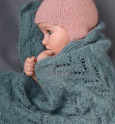 Modèle couverture bébé bleue - Modèles tricot layette - Phildar ma belle  mère va me tricoter ainsi que le bonnet j adore 9302461a7cc