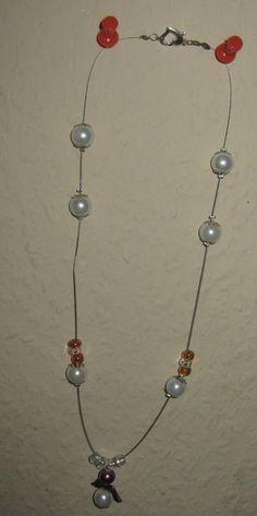 """Schöne """"freischwebenende"""" perlen und Engelanhänger    Sehr schöne Flyingkette mit edlen weißen Perlen und einem Schutzengelchen. Ein Hingucker ist auc"""