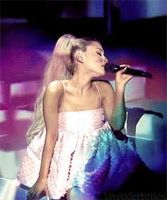 Ariana Grande on Jimmy Fallon.