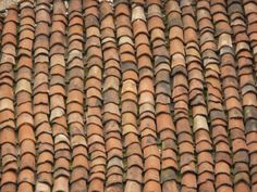 Roof texture consisting of very worn, rounded stone shingles.
