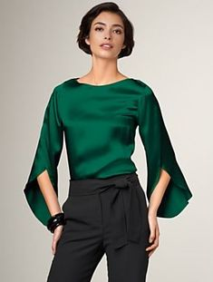 This is a wonderful color and it looks very comfy. - white blouse with black collar, green short sleeve blouse, long green blouse *ad Mode Outfits, Fashion Outfits, Office Outfits, Blouse Sexy, Black Blouse, Satin Bluse, Party Looks, Holiday Outfits, Holiday Fashion