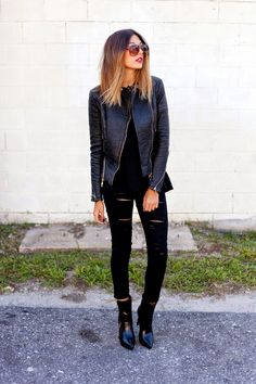 "Obviously black ripped jeans are not new, or groundbreaking, but they add a sense of ""coolness"" to your outfit. Take a look at some outfits, as well as learn how to make your own ripped jeans! 30 Outfits, Mode Outfits, Casual Outfits, School Outfits, Summer Outfits, Grunge Outfits, Black Outfits, Winter Outfits, Fashion Outfits"