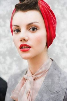 Turbans and headwraps. Have you ever worn one? Not counting a towel on wet hair. : ) Click through to see 21 ideas for how to wear this super chic trend.