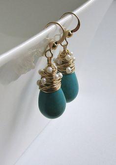 Turquoise Pearl Drop Earrings, Wire Wrapped Turquoise Drops parel Dangle Earrings, December Birthstone oorbellen, bruids oorbellen