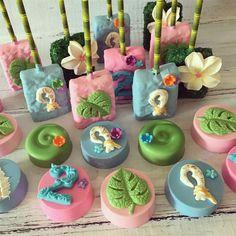 Moana Birthday Party Theme, Moana Themed Party, Luau Theme, Moana Party, Luau Birthday, Luau Party Desserts, Hawaiian Desserts, Party Sweets, Party Cakes