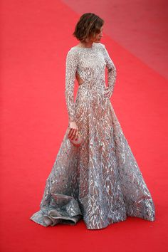 Go big or go home -- Nieves Alvarez in Elie Saab Couture