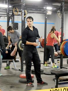 New #swoonworthy pic of Henry Cavill at the MI Barbell Classic II last month via…