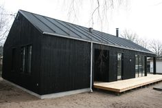 Galleri: Inspirationsbilleder af helårs-, sommer- og fritidshuse Steel Building Homes, Building A House, Cottage Design, House Design, Farm Shed, Black House Exterior, Log Cabin Designs, Farmhouse Architecture, Weekend House