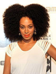 Hello Belles Afrotifs, La croissance des cheveux naturels crépus est certainement l'une des problématiques la plus insaisissable que rencontrent les naturalistas. Entre la casse et le shrinkage ( effet ressort des cheveux) la pousse n'est pas toujours...