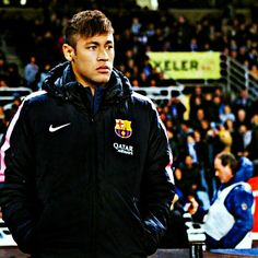 04/01 Ney at the sideline warming up