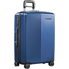 une femme d'un certain âge |Carry-On vs. Checked Luggage: Which Is Right For You?