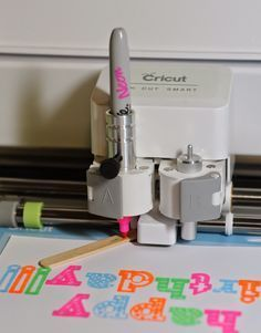Cricut - Use regular sharpie marker in cricut machine by adjusting the level with a popcicle stick!!