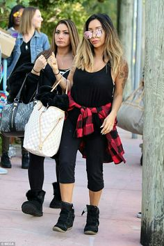 Snooki And Jwoww, Nicole Snooki, Jwoww Jersey Shore, Street Outfit, Street Clothes, Nicole Polizzi, Dark Ombre Hair, Hair Color, Actresses