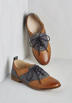 Style 101 Flat. Before heading out for your first day of class, bedeck your ensemble with these chic oxford flats by Restricted. #tan #modcloth