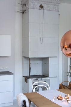 valentinesafter12 -blog #tilestove #sheepskin #kakluuni #cozy #home #scandinavian #tomdixon #coppershade #copper #pendant #j&jkohn #kvik #kitchen #blog Kakluuni