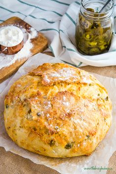 This Easy No Knead Jalapeno Cheese Artisan Bread is the BEST savoury bread for sandwiches! It's packed with spicy pickled jalapeños and real cheddar cheese! Artisan Bread Recipes, Yeast Bread Recipes, Banana Bread Recipes, Jalapeno Cheese Bread, Cheddar Cheese, Pain Artisanal, Best Homemade Bread Recipe, Homemade Breads, Bagel Pizza