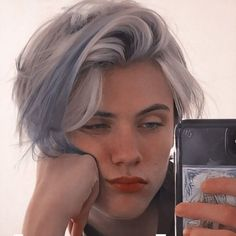 Silver Hair Boy, Blue Hair, Beautiful Boys, Pretty Boys, Beautiful People, Bad Boy Aesthetic, Aesthetic Hair, Hair Inspo, Hair Inspiration