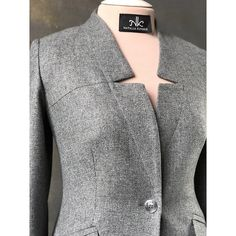Best 12 Fantastic sewing hacks are available on our internet site. look at this and you wont be sorry you did. Blazers For Women, Suits For Women, Blouses For Women, Iranian Women Fashion, Womens Fashion, Mode Mantel, Blazer Vest, Jackett, Business Casual Outfits