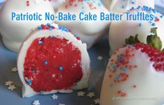 Patriotic No-Bake Cake Batter Truffles are tasty bites of cake batter in All-American red, white and blue. Great for BBQ& parties or picnics! Patriotic Desserts, 4th Of July Desserts, Easy No Bake Desserts, Köstliche Desserts, Delicious Desserts, Dessert Recipes, Patriotic Party, Yummy Food, Yummy Yummy