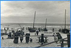 Sarkau, Fischerboot wird mit Winde an den Strand gezogen