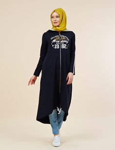 Sporty hijab look. Islamic Fashion, Muslim Fashion, Modest Fashion, Love Fashion, Casual Hijab Outfit, Hijab Chic, Sports Hijab, Hijab Collection, Hijab Look