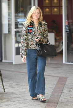 elle-fanning-out-and-about-in-los-angeles-october-2016-1.jpg (1280×1889)