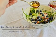 Blueberry Arugula Salad with Honey Drizzle #15MinuteSuppers » Kate Eschbach