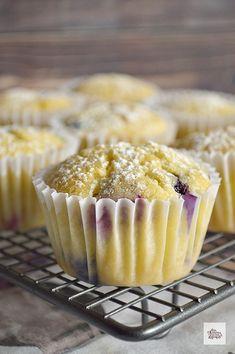Muffins de Ricotta y Frutos Rojos | CON HARINA EN MIS ZAPATOS Queso Ricotta, Cupcakes, Breakfast, Recipes, Sweet Sweet, Deserts, No Flour Recipes, Afternoon Snacks, Healthy Recipes