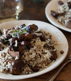 What's Gaby Cooking brought inspiration from her South American adventure directly into her home kitchen with Quinoa Risotto with Pan Roasted Mushrooms. Simple enough for dinner tonight! | Mushroom Info