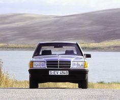 Als im November 1982 die neuen kompakten Fahrzeuge der Baureihe 201 des Stuttgarter Herstellers Mercedes-Benz  in Sevilla, Spanien, der Weltpresse vorgestellt werden, ist die Erwartungshaltung unter den Journalisten riesig. Und sie wird nicht enttäuscht.
