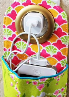 Hanging phone charging station pattern and tutorial. These would make great gifts!