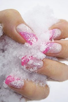 Winter snowflake nail art desgin ideas 9
