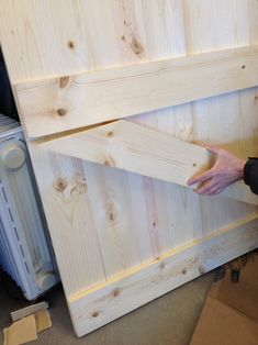 Barn Door Headboard DIY barn doors Ok maybe Paul could make the door. hmmmmmDIY barn doors Ok maybe Paul could make the door. Furniture Projects, Home Projects, Diy Furniture, Furniture Design, Diy Barn Door, Home And Deco, Diy Home Improvement, My New Room, Barn Wood