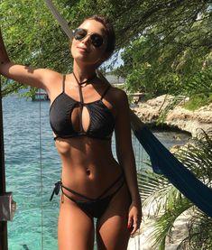 """64.4 mil curtidas, 277 comentários - Mariana Sampaio (@mariana) no Instagram: """"ainda sem aceitar a realidade, que não é mais Aruba... ✌☀️"""""""