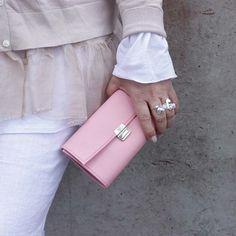 ausgefallene-kellnerboersen-rosa-leder
