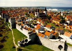 Visby on the island Gotland in the Baltic Sea. There are archeological findings that says that Visby existed 1400 years ago. The town wall is from the middle ages. Sweden Places To Visit, Places To Go, The Beautiful Country, Beautiful Places, Miyazaki, Kingdom Of Sweden, Baltic Cruise, Sweden Travel, Medieval Town