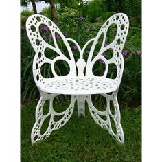 butterfly bench. wouldn't this look pretty in a garden? the answer is yes.