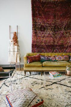 wohnungseinrichtung boho style wohnideen couch teppich wanddekoration sitzkissen
