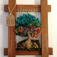 Otro lindo Telar de Arbolito, para mamá! Se hacen despachos a todo Chile. #Telar #artesania #arboldelavida #handmade #hechoenchile #rustic Tapestry Weaving, Loom Weaving, Textile Jewelry, Textile Art, Thread Art, Weaving Patterns, Macrame Thread, Weaving Techniques, Woven Rug