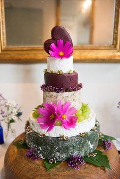 Real wedding: A pretty blue theme in Somerset - wedding cake