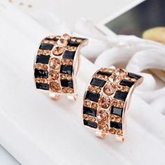 Explosion Models High-end European and American Fashion Earrings Buckle Crystal Clover Earrings