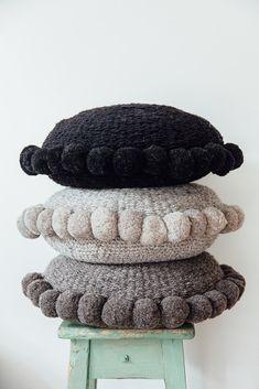 Ideas Crochet Pillow Edging Pom Poms For 2019 Ideas. Ideas Crochet Pillow Edging Pom Poms For 2019 Ideas Crochet Pillow Edg Diy Pillows, Custom Pillows, Throw Pillows, Pillow Inspiration, Crochet Pillow, Crochet Sheep, Crochet Cushions, Decorative Pillow Cases, Crochet Home