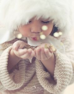 Posh Poses | Toddler Photography | New Year Inspiration | Winter Inspiration | Gold Stars | Glitter | Puckered Lips