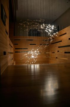 Studio Drift developed the concept for Flylight based on the precise patterns, formations and seemingly random behavioral tendencies found in a flock of birds when they fly together.