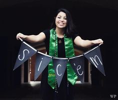 Great idea for a Baylor graduation photo!