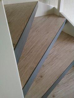 Met de Steeltwist combineer je elk decor met de looks van staal wat een industriele uitstraling geeft door de blauwstalen neuzen. Ontdek het decor hier! Interior Stairs, Interior Design Living Room, Living Room Designs, Style At Home, House Stairs, Paint Colors For Living Room, Staircase Design, Basement Remodeling, Inspired Homes