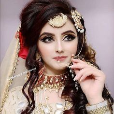 All brides imagine finding the most appropriate wedding, however for this they require the perfect wedding outfit, with the bridesmaid's dresses enhancing the brides dress. These are a number of ideas on wedding dresses. Bridal Makeup Looks, Bridal Looks, Bridal Style, Bridal Beauty, Bridal Makup, Wedding Makeup, Pakistani Bridal Makeup, Pakistani Bridal Dresses, Nikkah Dress