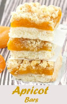 Apricot Bars Such delicious bars! Made with dried apricots, on a shortbread crust and crumbly topping (English version included) Dried Apricot Bars Recipe, Apricot Recipes, Recipe With Dried Apricots, Apricot Slice, Brownie Recipes, Cookie Recipes, Dessert Recipes, Bar Recipes, Sweets